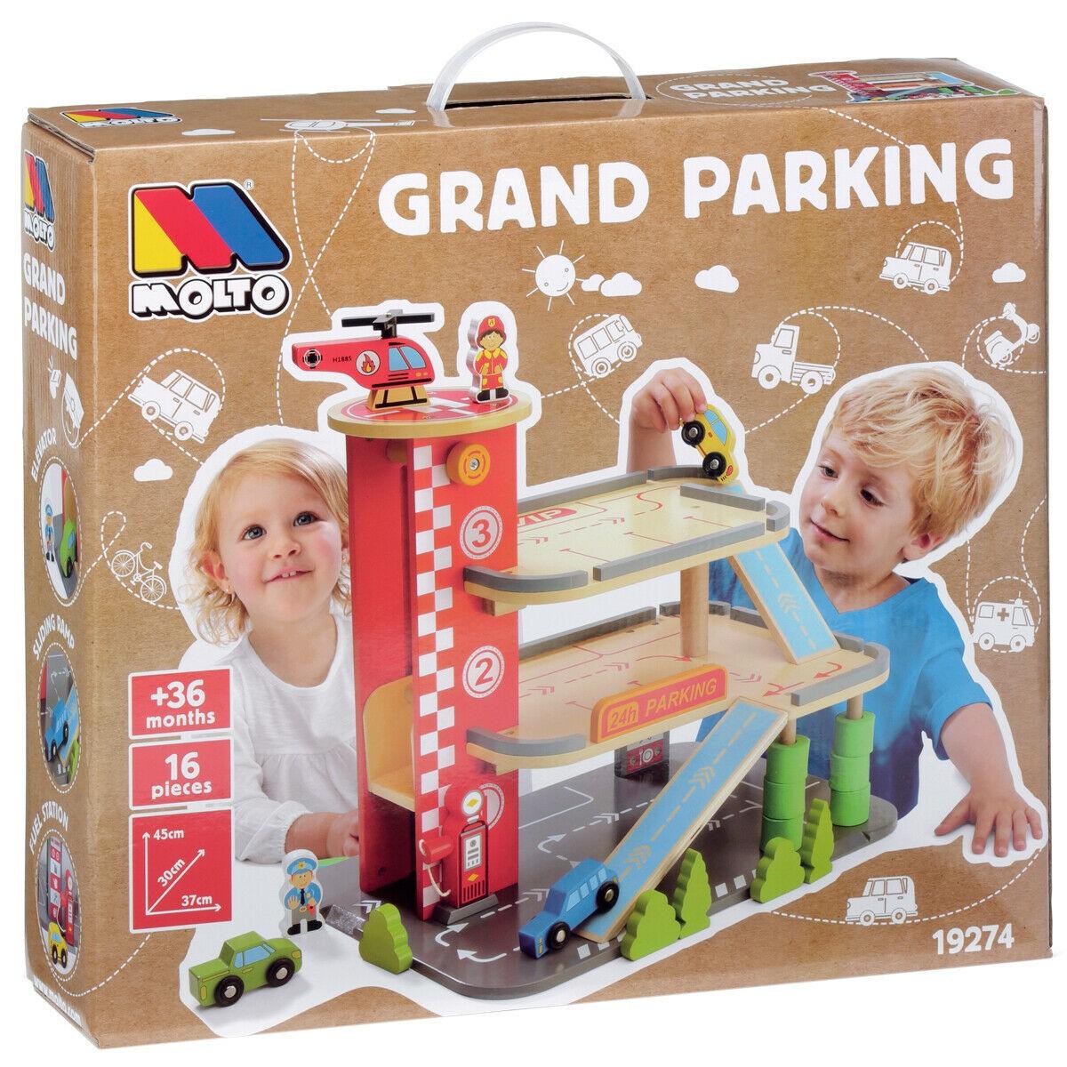 Grande Parcheggio in Legno